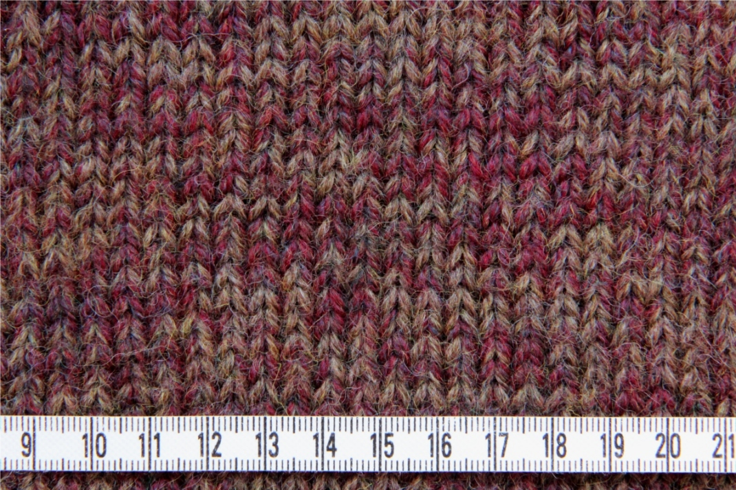 PurPle chinée tricoté en fil double au 5 mm. 18 m x 22 rgs = 10x10 cm