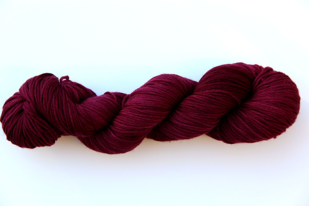 merinos-dk-264-m-purple-laines-teints-a-la-main-lie-de-vin-9