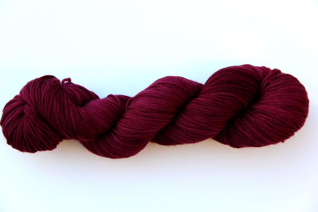 merinos-dk-264-m-purple-laines-teints-a-la-main-lie-de-vin-9
